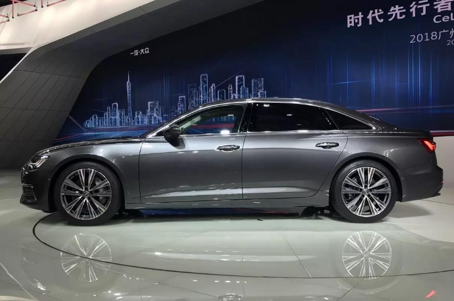 Audi представила удлиненный седан A6L
